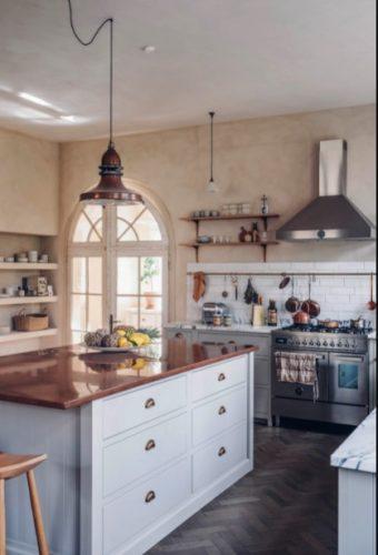 Antes y después de reparación total de cocina