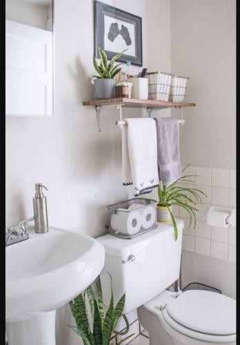 Maravillosos estantes para organizar el baño